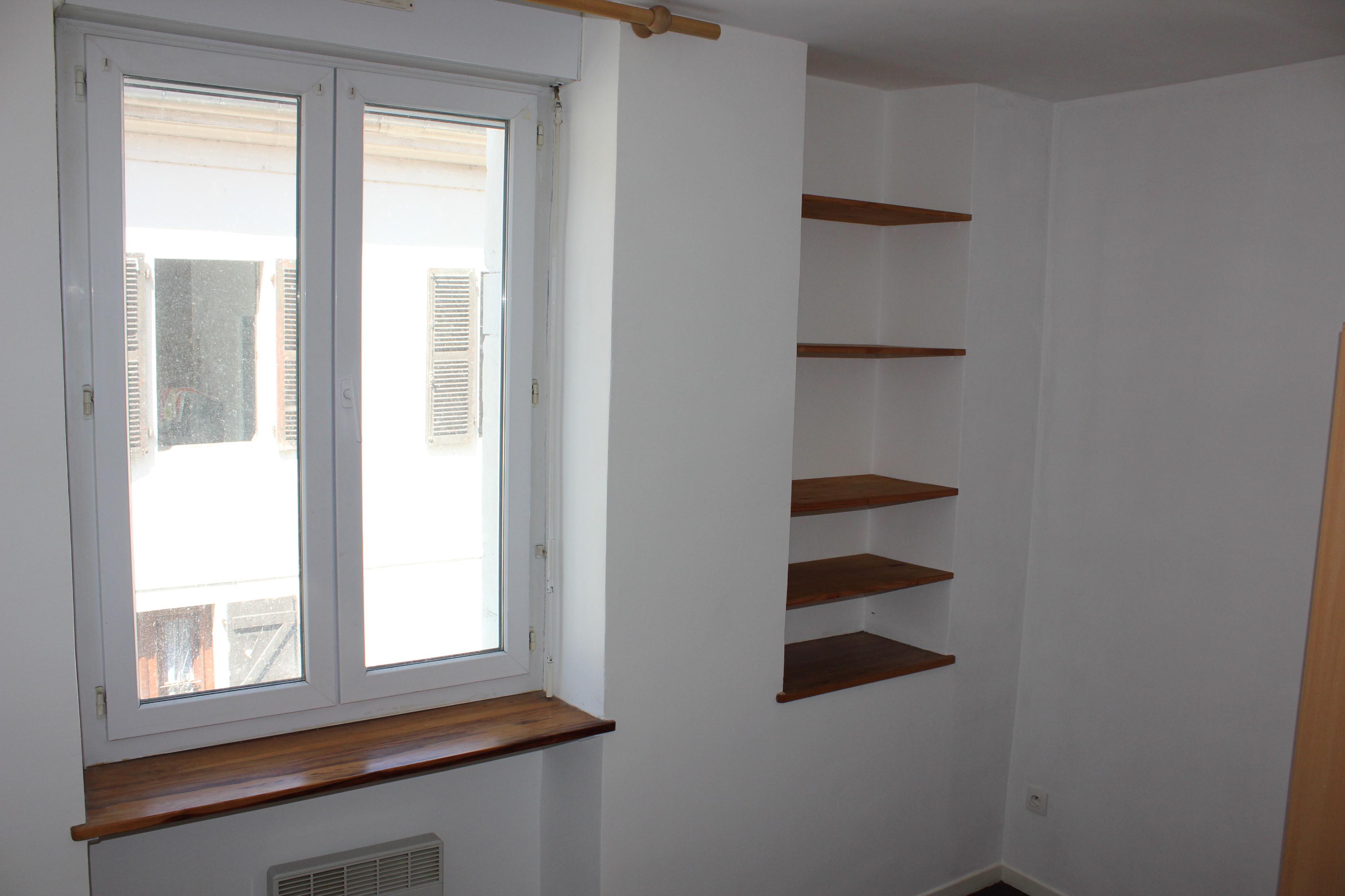 chambre bas avec placard
